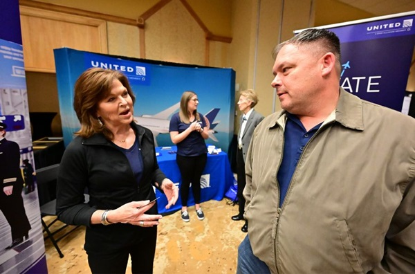 United Airlines senior manager for pilot hiring Susan White speaks with high school aviation teacher Kevin Moss during the AOPA High School Aviation STEM Symposium hosted at the United Airlines training facility in Denver Nov. 10, 2019. Photo by David Tulis.